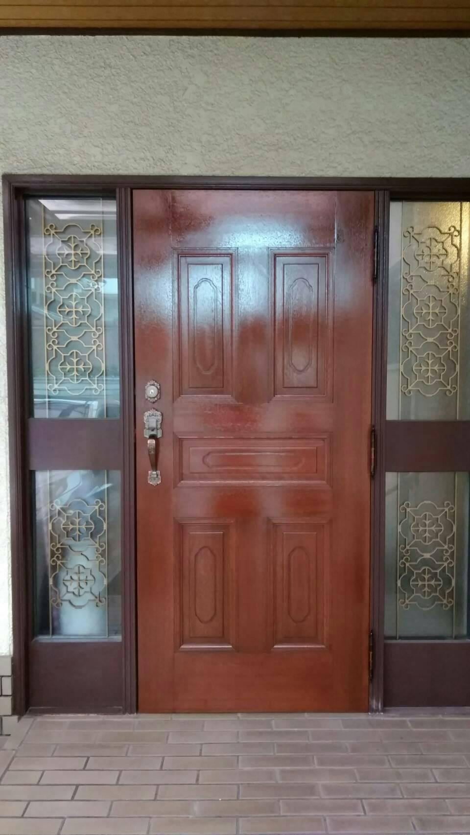 細部まで!こだわりの木製ドア